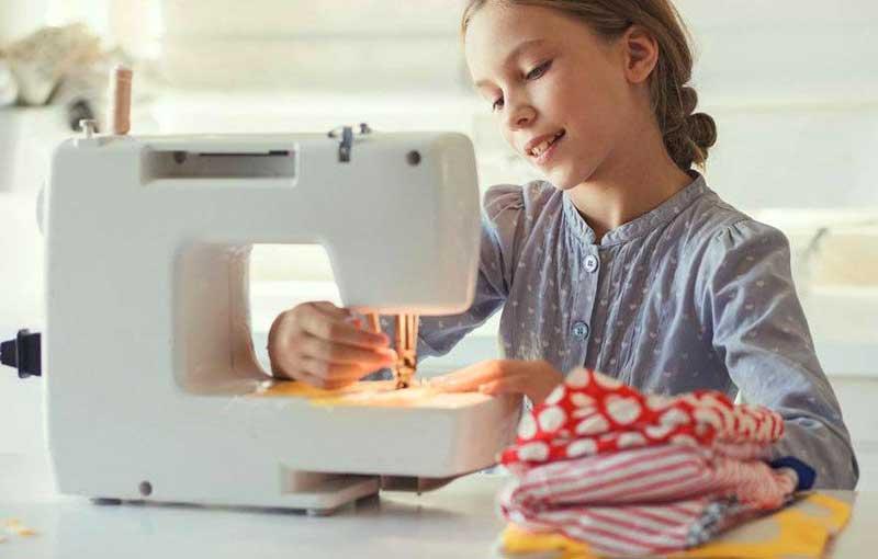 Macchina da cucire bambina theo klein